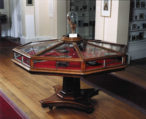 Museum octagonal display case